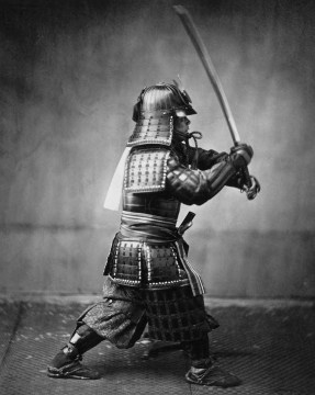 Samurai Angriff mit dem Katana Schwert