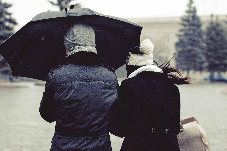 Der Selbstverteidigungsschirm schützt auch vor Regen