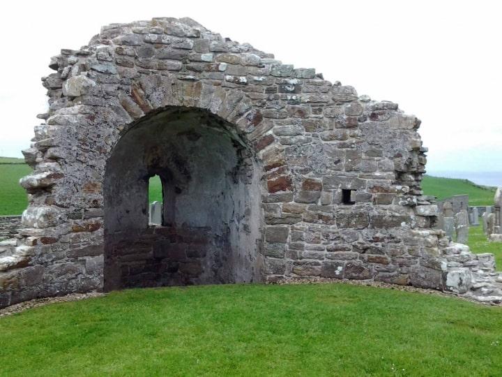 Die Ruinen einer alten Wikinger Kirche